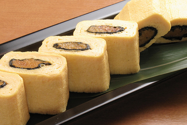 Sea urchin stuffed stock rolled omelet
